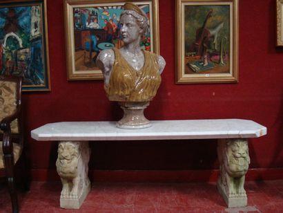 Un banc en marbre de carrare, piétement d'animaux...