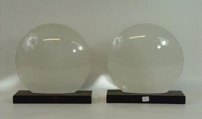 Deux loupes et miroir contenant les poèmes...
