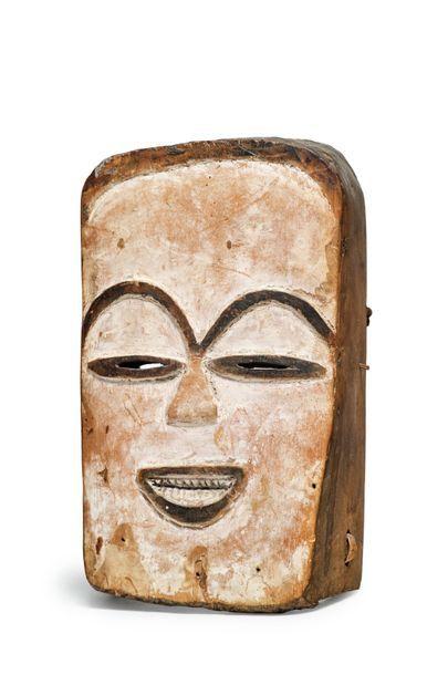 Masque féminin en bois polychrome Fang, Gabon...