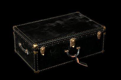 Valise cabine en bois et métal relaqués noir....