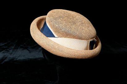 Joli chapeau en paille nouée, la passe terminée...