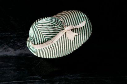 Capeline en rayonne à rayures vert et blanc,...