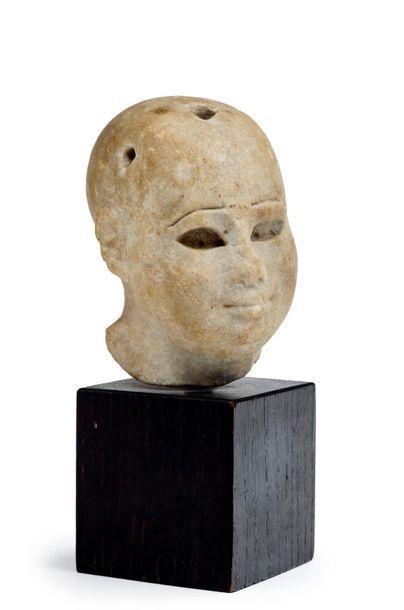 Tête d'Harpocrate en marbre patiné, les yeux...