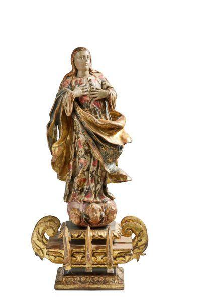Vierge en Gloire en bois sculpté polychrome...