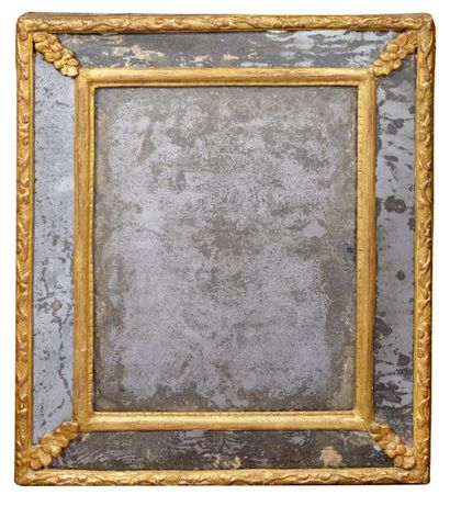 Miroir rectangulaire à parcloses en bois...