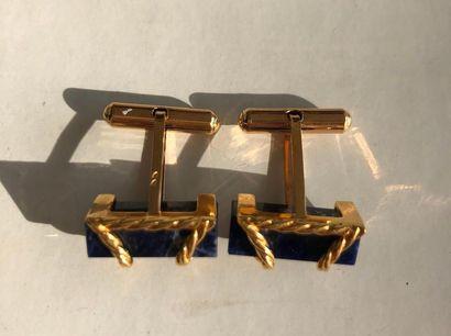 Paire de boutons de manchettes en or jaune 750 millièmes orné d'un bâtonnet de sodalite....