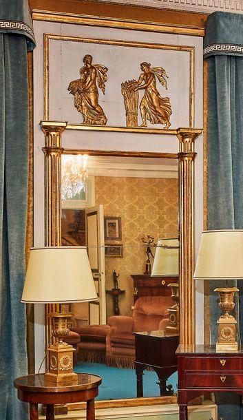 Trumeau de miroir en bois et bois mouluré...