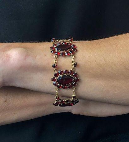 Bracelet en vermeil et grenats articulé de...