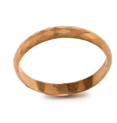 Bracelet jonc en or jaune18K (750°/°°) facetté...