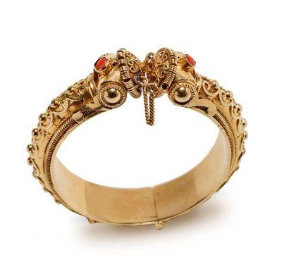 *Bracelet manchette en or jaune 18K (750°/°°)...
