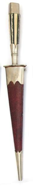 Stylet corse. (XIXème siècle). Poignée en...