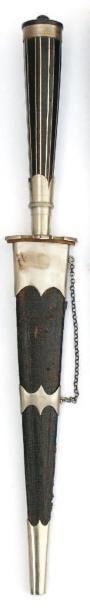 Stylet corse. (XIXème siècle) Poignée en...