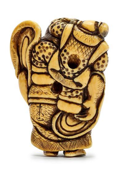 JAPON - Epoque EDO (1603 - 1868) * Grand netsuke en ivoire, Hotei debout souriant...