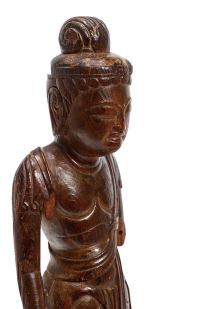 JAPON - Epoque KAMAKURA (1185 - 1333) Statuette de Shô-Kannon en bois à traces de...