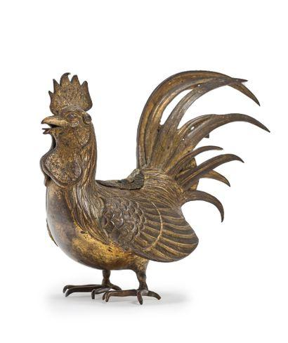 JAPON - Epoque MEIJI (1868 - 1912) Coq posé en bronze à traces de laque or, formant...