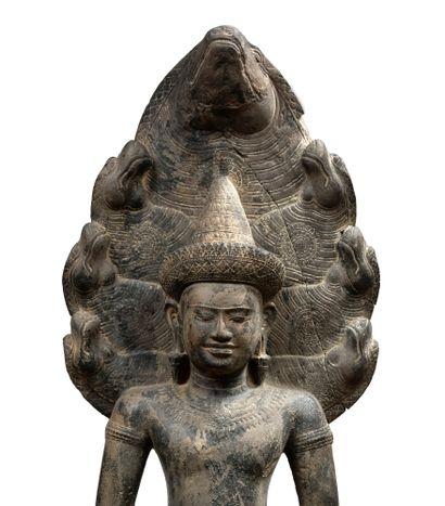 CAMBODGE - PÉRIODE KHMÈRE, ANGKOR VAT, XIIE SIÈCLE Statue de bouddha muchalinda en...