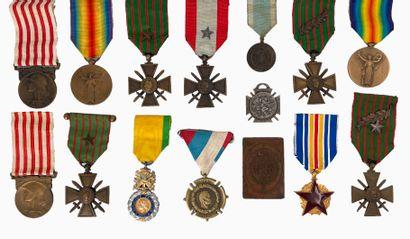 Lot de 15 médailles comprenant : - Deux médailles...