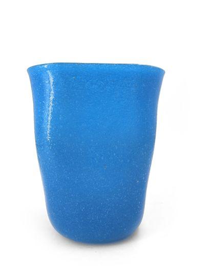 Jean SALA (1895-1976) Vase quadrangulaire en verre malfin bleu signée sous la base...