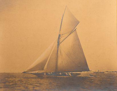 Photographie Le yacht VENDENE en course Tirage...