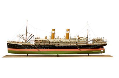 Maquette d'armateur Le Cargo Asie en bois...