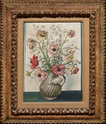 Tsuguharu FOUJITA (1886-1968) Bouquet de fleurs dans un vase en étain Huile sur toile,...