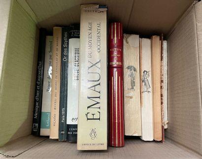 Ensemble de livres dans un carton