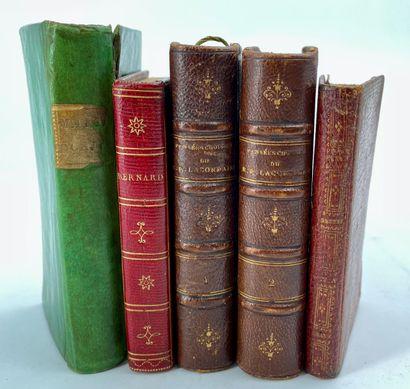 Ensemble de volumes brochés miniatures dont...