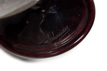SCHNEIDER FRANCE Patelles Vase sur piédouche en verre translucide bullé à décor d'applications...