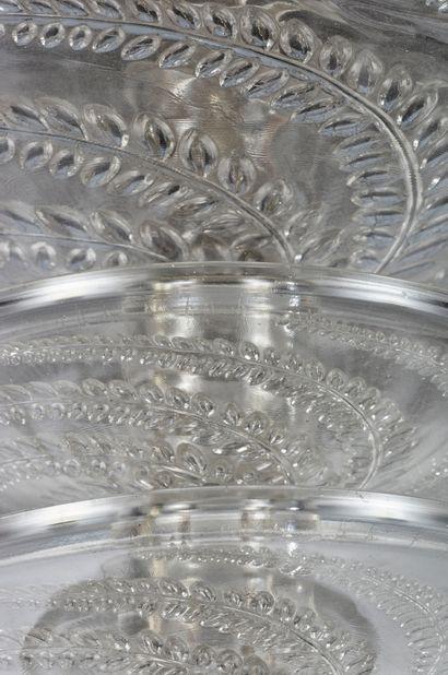 RENE LALIQUE (1860-1945) Lustre en verre moulé pressé translucide Signé «R LALIQUE...