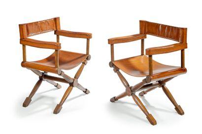 Paul RODOCANACHI (1891-1958) Paire de fauteuils «metteur en scène» en chêne à assise...