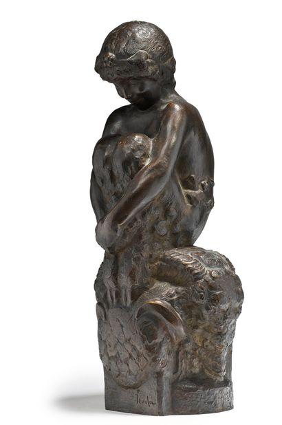 Félix Pascal Fevola (1882-1953) Sculpture en bronze à patine brune figurant un faune...