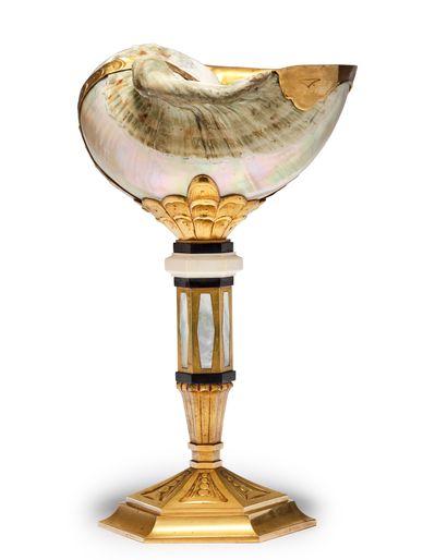 Henri et René TRESER * Coupe sur piédouche à décor d'un coquillage, monture en bronze...