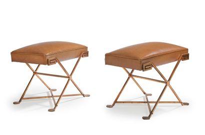 MARCEL COARD (1889-1974) Paire de tabourets a piètement en «X» en laiton à patine...