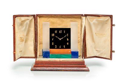 JEAN FOUQUET (1899-1984) Rare pendule moderniste en onyx, cristal, cornaline, lapis...