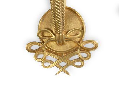 Jules LELEU (1883-1961) Paire d'appliques «torsade» en bronze doré à décor d'enroulements...