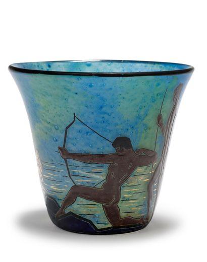 Marcel GOUPY (1886-1954) Vase en verre polychrome à décor émaillé rehaussé de dorure...