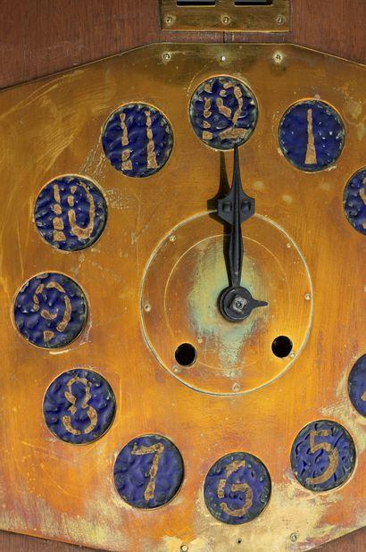 Gustave Serrurier-Bovy (1858-1910) Cartel d'applique dit «Pendule Moulin» à caisson...