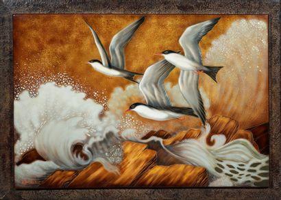 GASTON SUISSE (1896-1988) Hirondelles de mer dans la tempête Laque polychrome gravé....