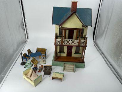Maison de poupée en bois et tôle avec du...