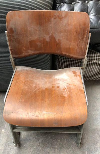 Suite de quatre chaises en bois et métal...