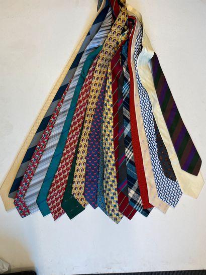 Ensemble d'environ 20 cravates dont Guy Laroche,...