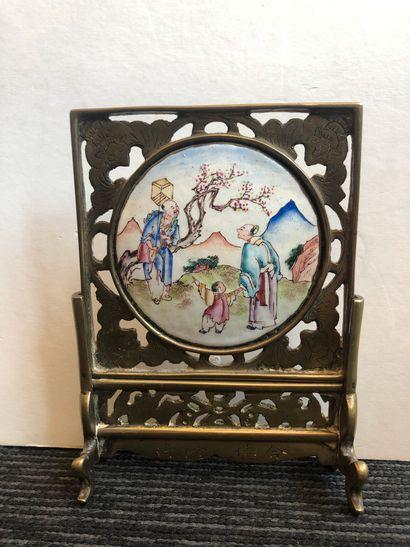 CHINE - XXe siècle  Ecran miniature en bronze...