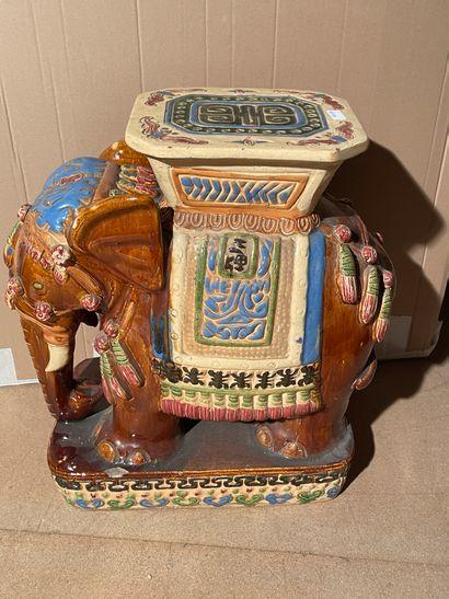 Eléphant en céramique H. 60 cm (accide...