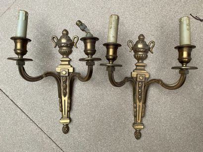 Paire d'appliques en bronze doré  H. 32 cm...