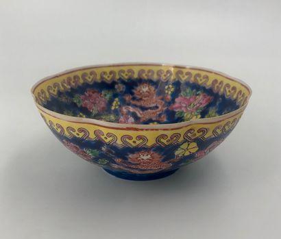 Bol en porcelaine à décor de dragons  Ch...