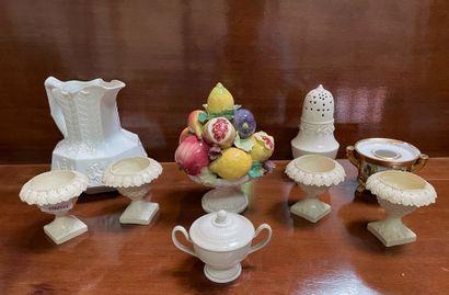 Ensemble de céramiques dont encrier en porcelaine...