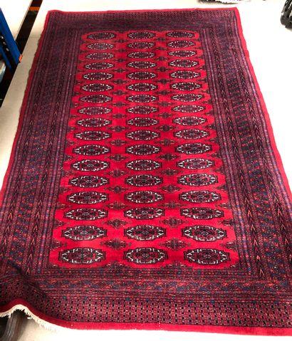 Tapis en laine  247 x 157 cm env.  usure...