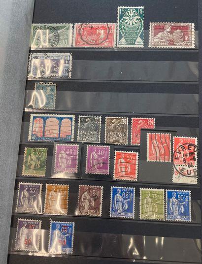 Lot de huit albums de timbres dont France,...