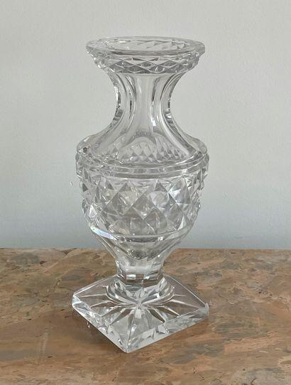 Vase en cristal taillé (accident à la base)H....