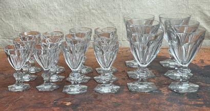 Lot de verres dans le goût du modèle Harcourt...